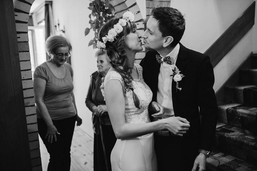 fotografia slubna milanowek 018 - Ania & Krzysiek | Ślub i wesele w Osadzie Młyńskiej